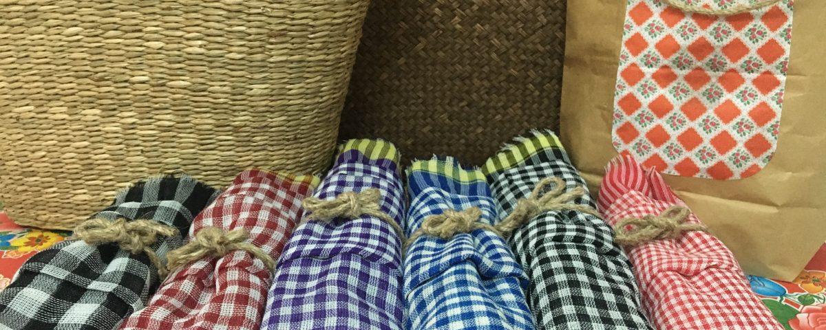 Mẫu khăn rằn truyền thống với những màu sắc cơ bản